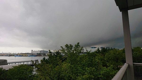typhoon_coming_R600.jpg